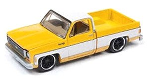 1973 Chevy Cheyenne Truck Fleetside Lowered - Dark Yellow w/White Roof and White Sides (ミニカー)